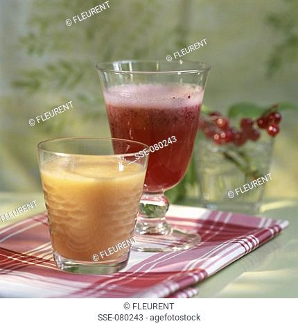 glasses of redcurrant and melon juice