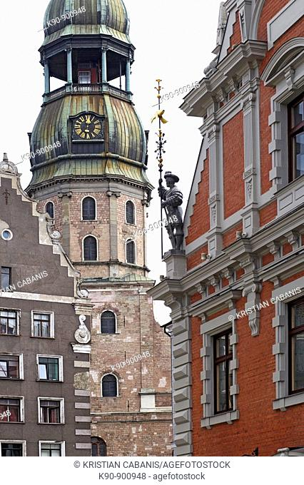 Cropped image of the 11th century build, barock St. Peter's church in the old town of Riga, seen standing between two houses, Latvia, Baltic States, East Europe