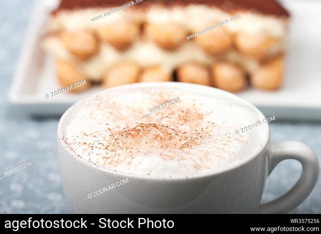 Cappuccino mit Tiramisu