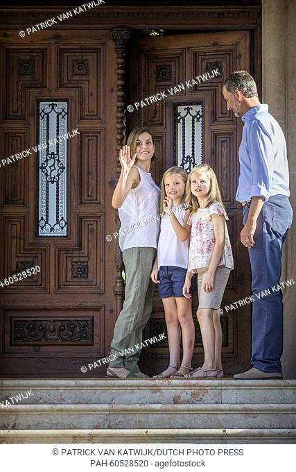 Spanish King Felipe VI (R) and Queen Letizia (L) pose with their daughters Leonor, Princess of Asturias (2nd R) and Infanta Sofia of Spain during the...