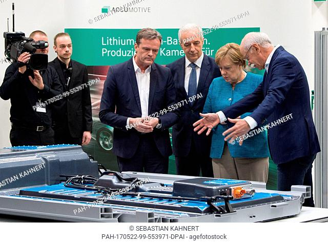 Markus Schaefer (L-R), a member of the board of directors of Mercedes-Benz Cars, the premier of the state of Saxony Stanislaw Tillich (CDU)