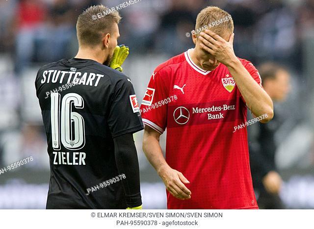 goalwart Ron-Robert ZIELER (li., S) und Holger BADSTUBER (S) sind frustratedriert, Frust, gefrustratedet, disappointed, entt-uscht, Entt-uschung, Enttaeuschung
