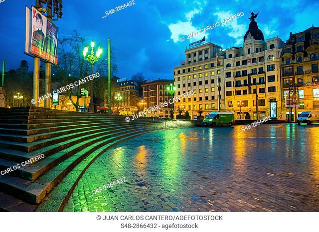 Plaza del teatro Arriaga en El Arenal de Bilbao. Vizcaya. Pais Vasco. España. Europa