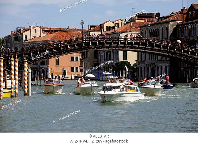 WOODEN ACCADEMIA BRIDGE OVER GRAND CANAL; VENICE, ITALY; 12/07/2012