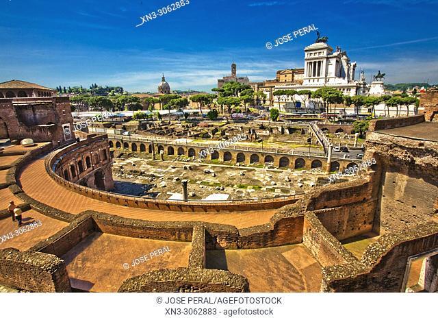Trajan's Market, Mercati di Traiano, on background National Monument to Victor Emmanuel II, Monumento Nazionale a Vittorio Emanuele II, Altare della Patria
