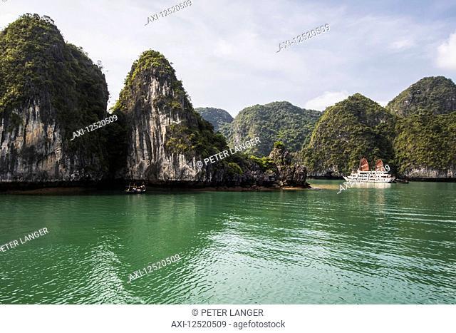 Cruise boat in Ha Long Bay; Quang Ninh, Vietnam