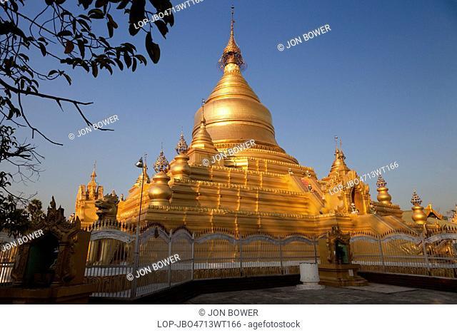 Myanmar, Mandalay, Mandalay. Late light at the Kuthodaw Pagoda in Mandalay in Myanmar