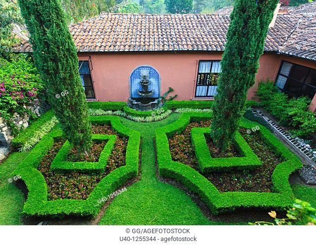 Guatmemala, Hotel Atitlan topiary