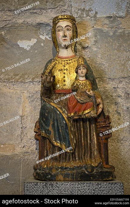 virgen de Siresa, madera dorada y policromada, sigloXIII, iglesia del monasterio de San Pedro, siglos XI-XII, Siresa, valle de Hecho, pirineo aragones, Huesca