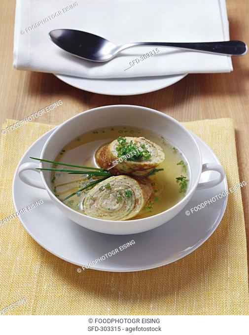Beef broth with sausagemeat strudel in soup cup
