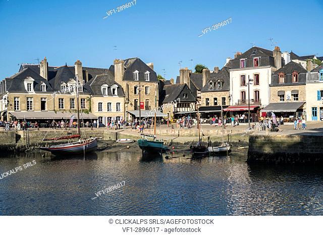 Saint-Goustan port with low tide. Auray, Morbihan, Bretagne, France