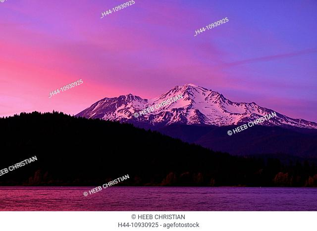 USA, United States, America, California, Siskiyou County, northern, volcano, peak, mountain, snow, capped, Shasta, Lake, Sisikyou, scenic