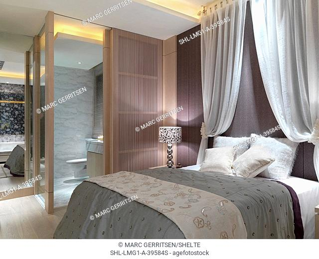Elegant contemporary bedroom