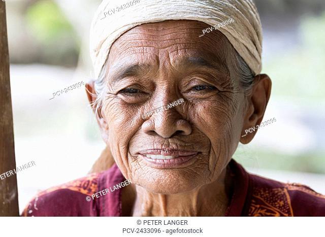 Old woman, Sei Sekonyer, Central Kalimantan, Borneo, Indonesia