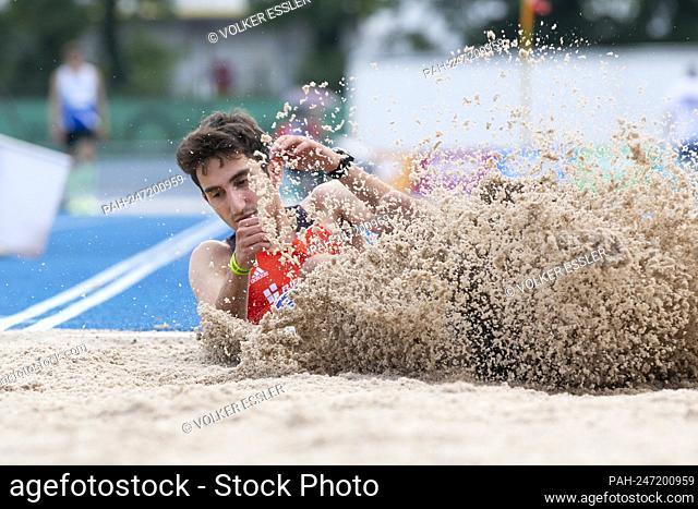 Stefano LO RICCO (GER, SV 98/07 Seckenheim), jumping, landing, action, triple jump, men, U20. Athletics Bauhaus Junior Gala, on July 3rd