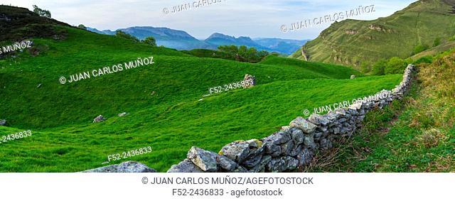 Portillo de La Sía, Soba Valley, Collados del Ason Natural Park, Cantabria, Spain, Europe