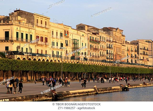 Italy, Sicily, Siracusa, Ortigia, skyline, seaside promenade,