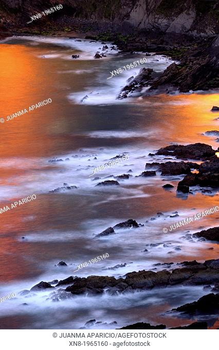Salta caballo Cliff at sunset, Cantabria, Spain, Europe