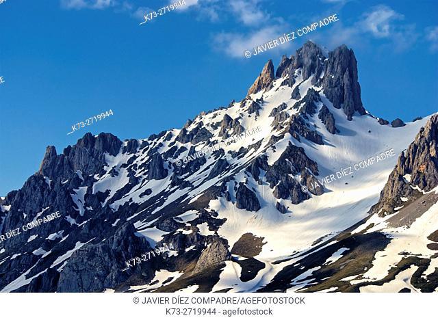 Torre del Friero (2445 m). Central Massif. Valdeon Valley. Picos de Europa National Park. Leon Province. Castilla y Leon. Spain