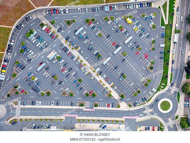 Parking lot at Kronenberg Center, Real, Real Discount, Haedenkampstrasse, Altendorfer Strasse, Essen, Ruhr area, North Rhine-Westphalia, Germany
