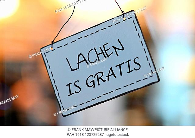"Sign """"Laughing is for free"""" (German Lachen is gratis), Germany, city of Emden, 29.August 2019. Photo: Frank May 