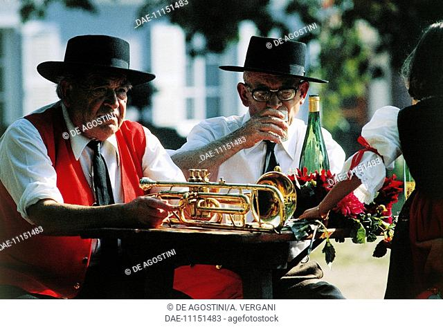 Musicians in traditional clothes, St Hippolyte wine festival, Alsace-Lorraine-Champagne-Ardenne, France