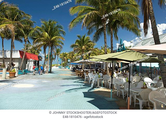 OUTDOOR SIDEWALK CAFES TIMES SQUARE PEDESTRIAN MALL FORT MYERS BEACH FLORIDA USA