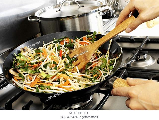 Sautéing vegetables in wok Not available for exclusive usages