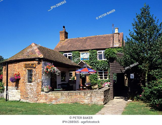 Ashleworth - The historic Boat Inn - Old inn beside the River Severn ran by the same family for 400 years