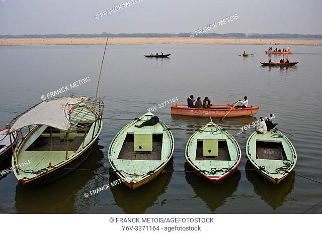 Boats + tourists boating on the Ganges river (Varanasi, India)