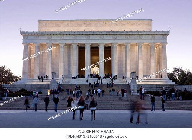 The Lincosln statue in the Lincoln Memorial, Washington City, USA, America