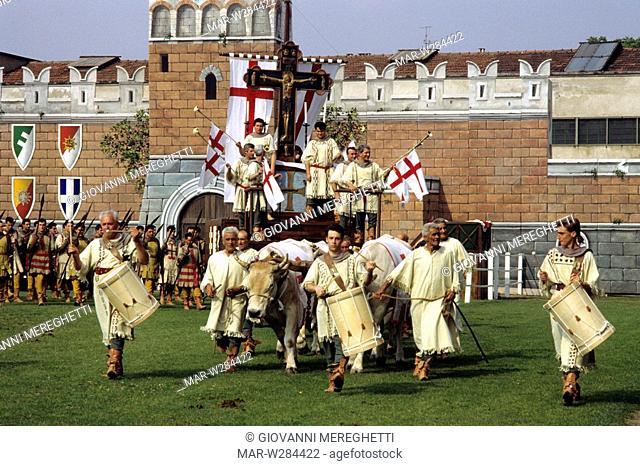 il carroccio con la croce di ariberto di intimiano, sagra del carroccio, legnano, lombardia, italia