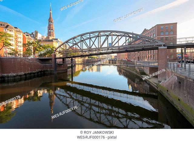 Germany, Hamburg, Zollkanal in the Speicherstadt in the morning