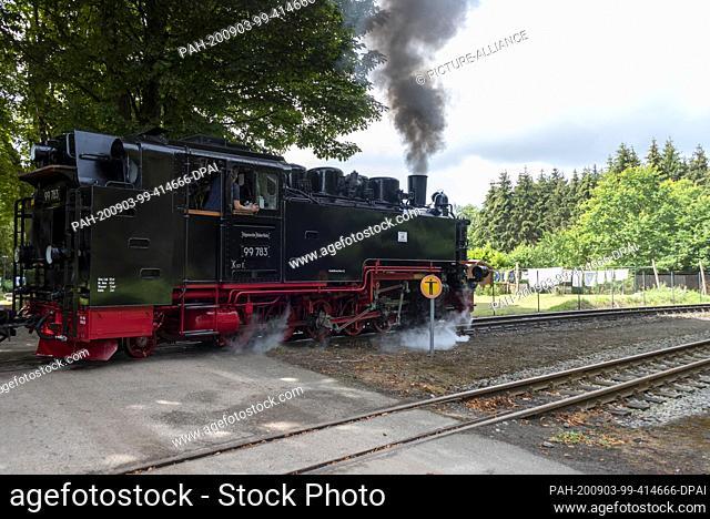 03 August 2020, Mecklenburg-Western Pomerania, Garftitz: A steam locomotive 99 783 is leaving the Garftitz station near the hunting lodge Granitz