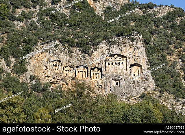 Kaunos Tombs of the Kings, the ancient city of Kaunos, the Caribbean empire. The ancient city of Kaunos bordered the kingdoms of Lycia and Karien