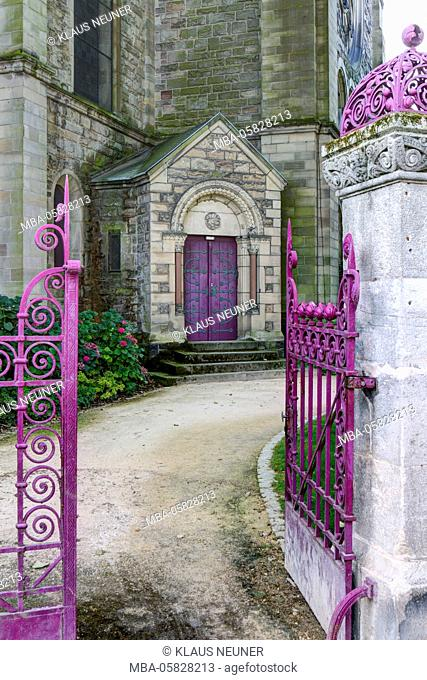 Park in the Temple Neuf, church, Metz, Département Moselle, region Alsace-Champagne-Ardenne-Lorraine, France
