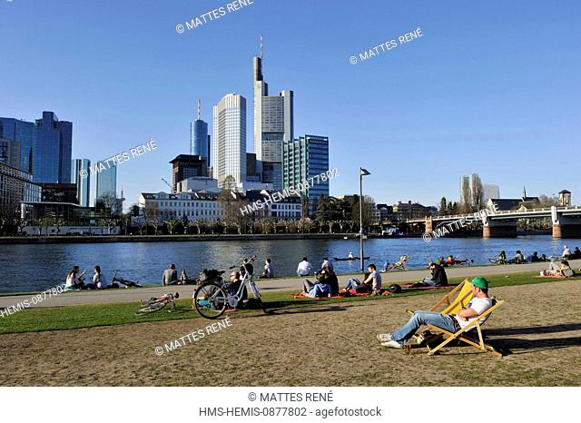 Germany, Hesse, Frankfurt am Main, riverbanks of Main river and skyline