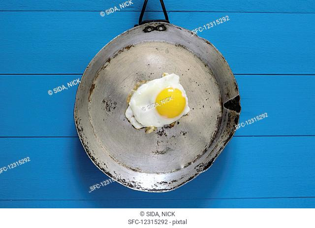 A fried egg in an old pan