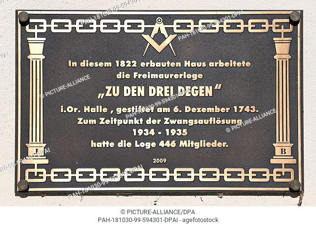 30 October 2018, Saxony-Anhalt, Halle (Saale): A plaque at the entrance to the National Academy of Sciences Leopoldina in Halle/Saale commemorates the Masonic...