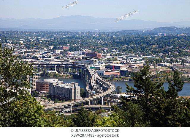 America, USA, State of Oregon, town of Portland, overview with, Willamette river and Marquam Bridge