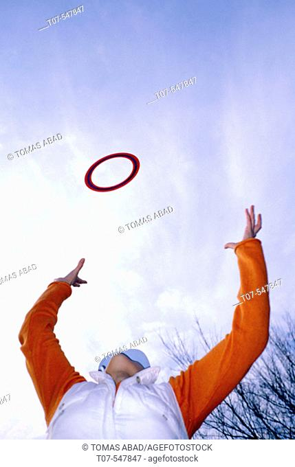 Woman throwing a Frisbee