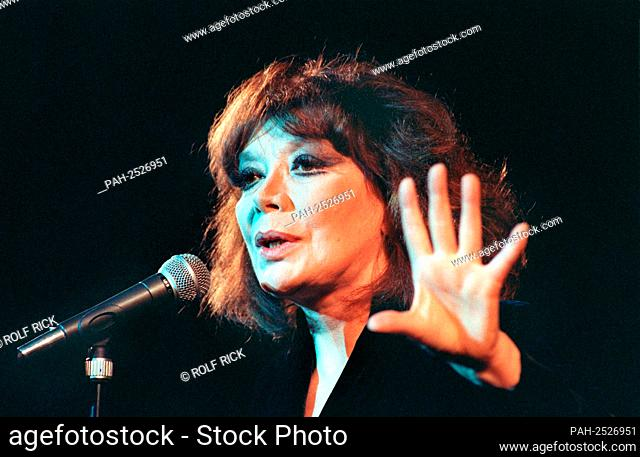 The French singer and actress Juliette Greco, recorded on April 13, 1992 in Hamburg | usage worldwide. - Hamburg/Deutschland