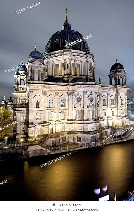 Germany, Berlin, Berliner Dom. The Berliner Dom seen across the Spree River from a balcony of the Radisson Hotel