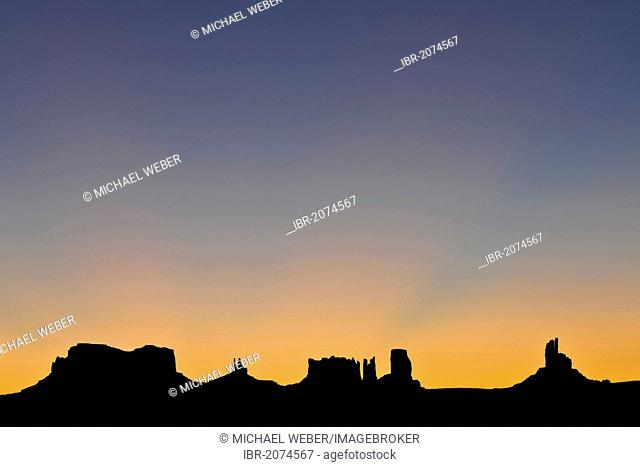 Sunrise, dawn, mesas, Brigham's Tomb, King on His Throne, Stagecoasch, Bear and Rabbit, Castle Butte, Big Indian, Monument Valley, Navajo Tribal Park