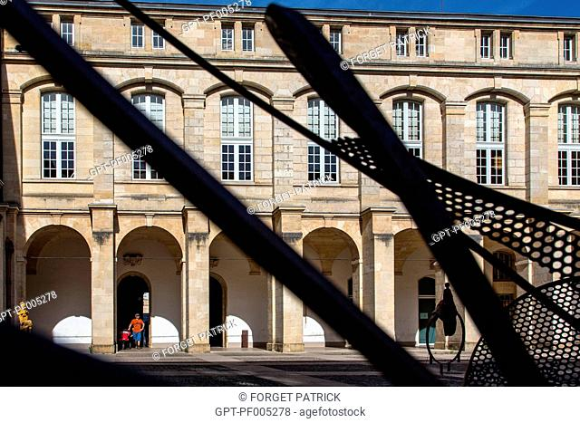THE OLD CLOISTER, COUR MABLY AND THE REGIONAL CHAMBER OF ACCOUNTS OF AQUITAINE, CULTURAL EXHIBITION CENTER, CITY OF BORDEAUX, GIRONDE (33), FRANCE