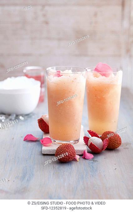 Apéro Rosé cocktails with lychees
