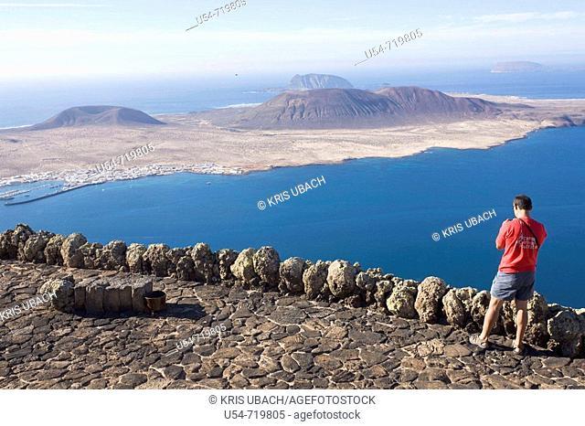 Spain, Canary Islands, Lanzarote, La Graciosa island, view from Mirador del Río