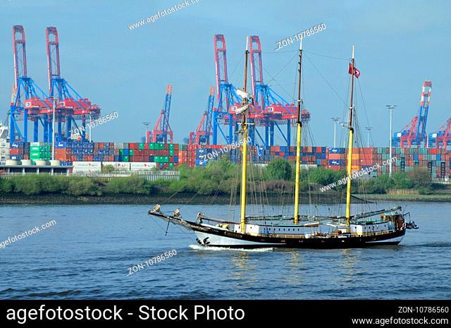 Schoner auf der Elbe