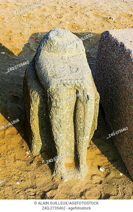 Egypt, Nile Delta, Tanis, the temple of Mut and Khonsu, previously called temple of Anta : Bottom of a seated statue