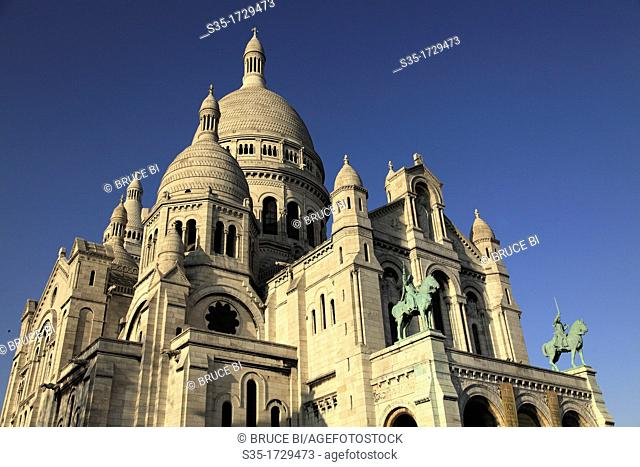 The Basilica of the Sacre Coeur in Montmartre  Paris  France